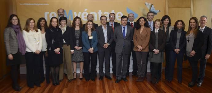 Representantes de las empresas colaboradoras junto al Director General de Industria y PYME, D. Manuel Valle, en la presentación de Impulsando Pymes 2013.